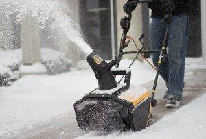 WEN 5662 Snow Blaster in action